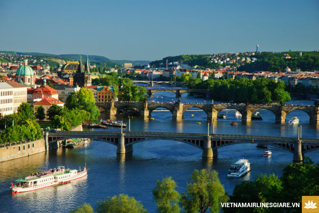 ve may bay di prague gia re