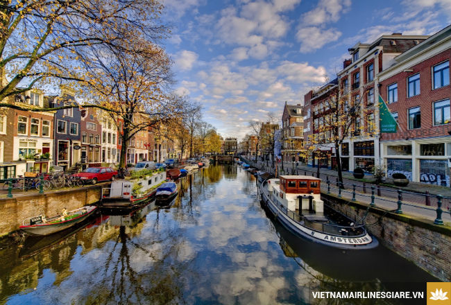 ve may bay di amsterdam gia re