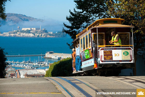 ve may bay di san francisco gia re nhat