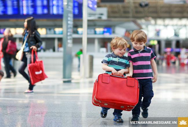 Giá vé máy bay Vietnam Airlines cho trẻ em được tính thế nào?