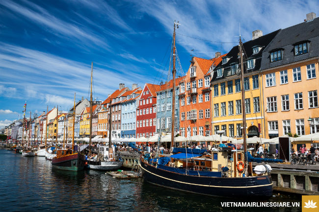 ve may bay di copenhagen dan mach vietnam airlines