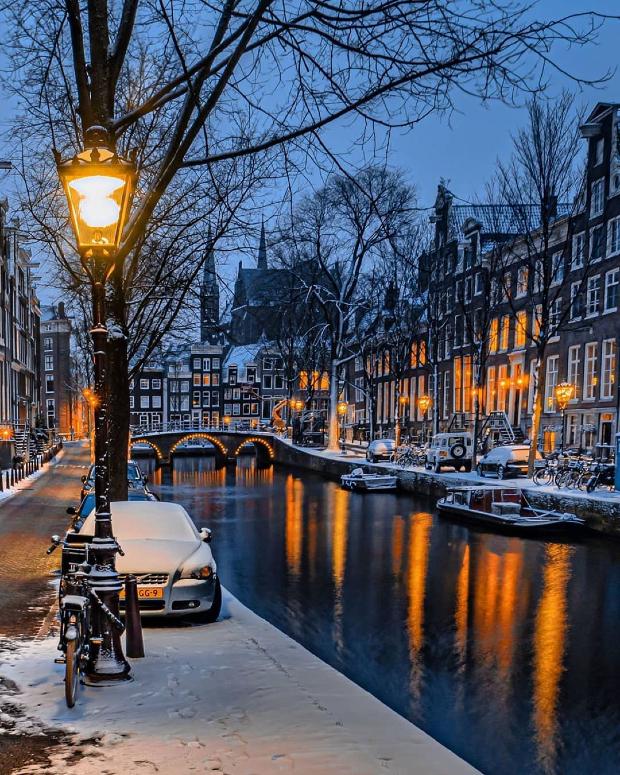 mua vé máy bay đi Amsterdam