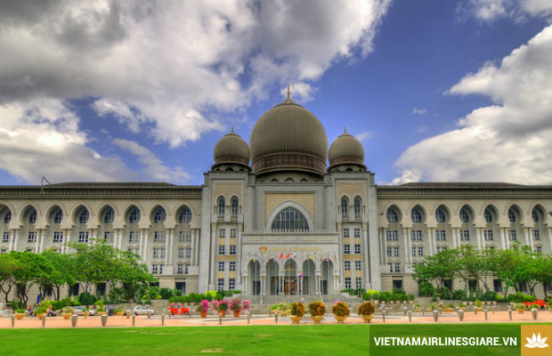 Chiem-nguong-nhung-kien-truc-doc-dao-tai-Malaysia-3-7-8-2017