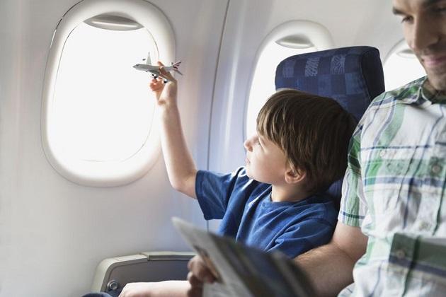 Mách bạn mẹo nhỏ để giữ trẻ em ngoan ngoãn trên máy bay