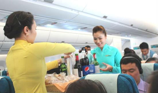 Bất lợi khi uống trà, cà phê trên chuyến bay