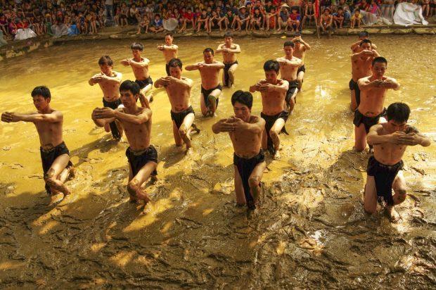 Lễ hội vật cầu bùn: Điểm đặc sắc của Hải Phòng dịp Tết về