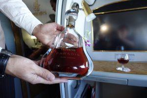 Có được mang rượu lên máy bay Vietnam Airlines hay không?