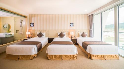 Phòng deluxe triple Khách sạn Mường Thanh Phú Quốc