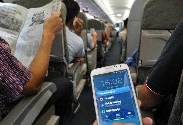 có được sử dụng điện thoại trên máy bay