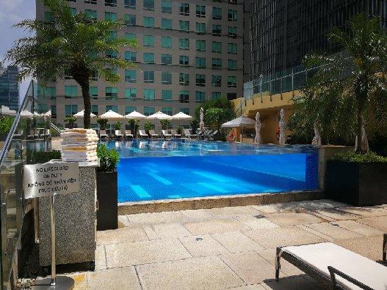 Hồ bơi ngoài trời Khách sạn InterContinental Saigon