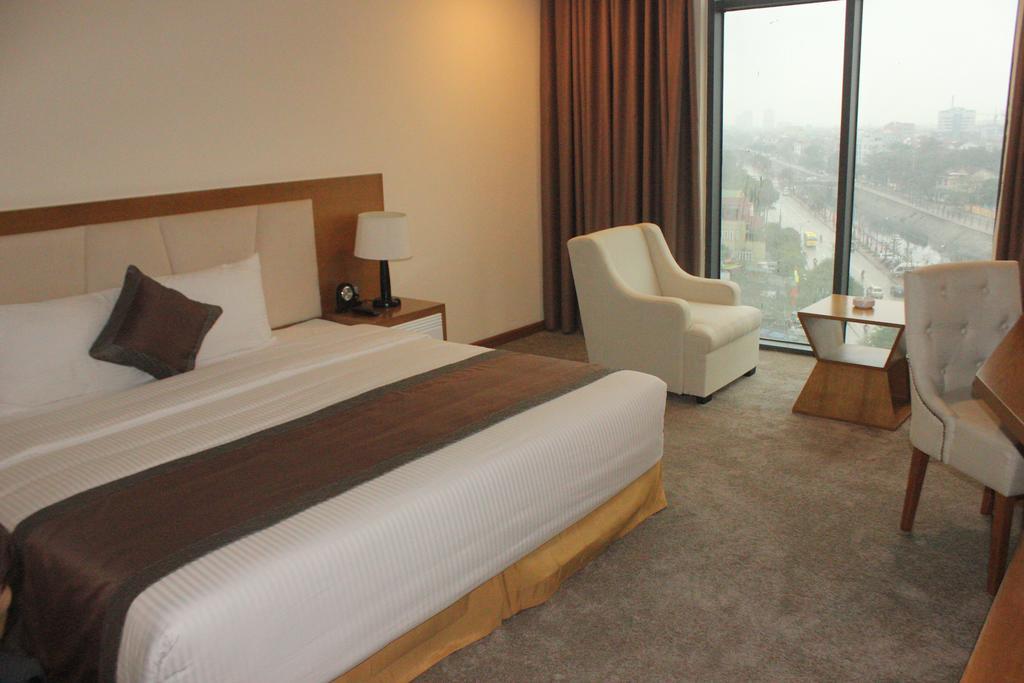 Phòng deluxe king Khách sạn Mường Thanh Cửa Đông