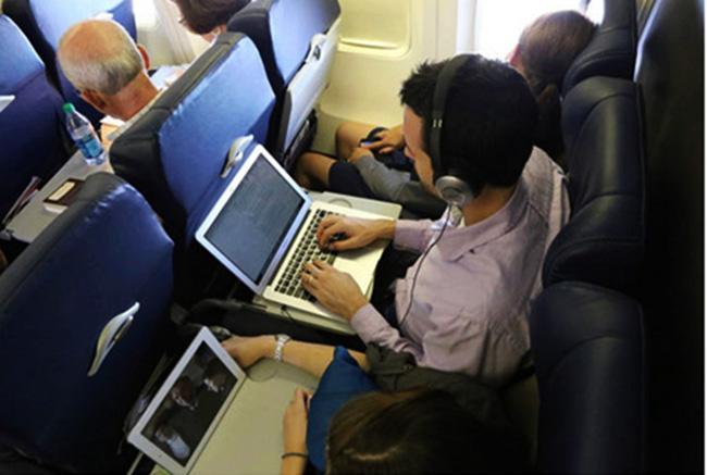 sử dụng điện thoại trên máy bay